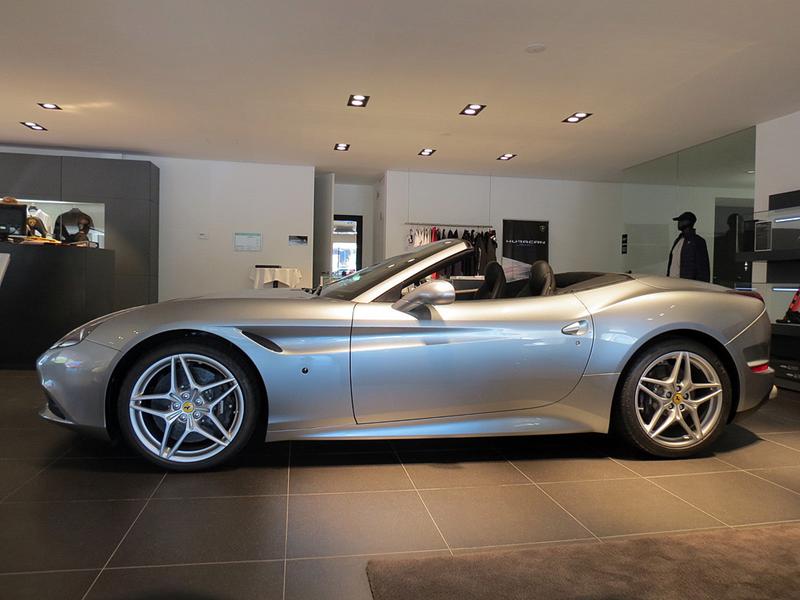 https://sportwagen-versicherungen.de/wp-content/uploads/Ferrari_California_T_2.png